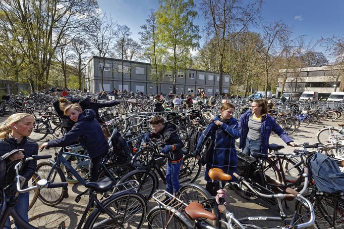Op het Maurick College in Vught wordt komend schooljaar geloot wie er tot de school wordt toegelaten. In Den Bosch worden brugklassers via een centraal systeem verdeeld over de negen middelbare scholen.