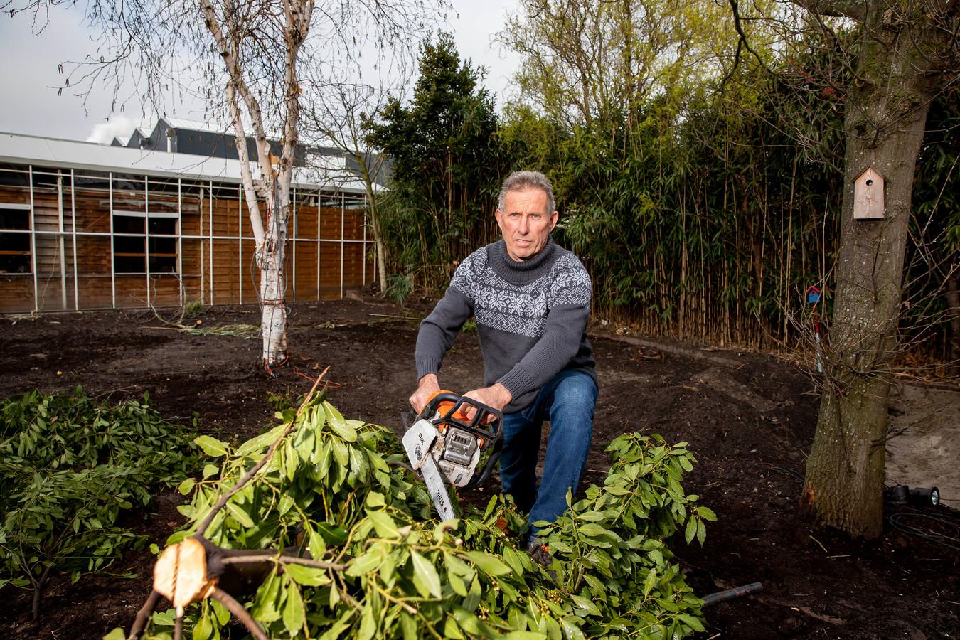 Geert Visser in zijn tuin