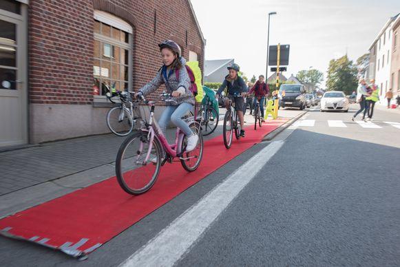 Het is vaak geen evidentie om kinderen met de fiets naar school te sturen.