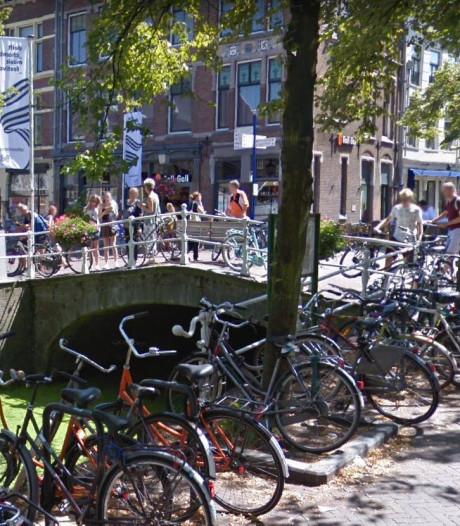 Wie weet dat de brug over de Hippolytusbuurt (bij de Visbanken) Warmoesbrug heet?