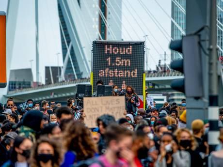 LIVE | Sfeer slaat om na afbreken Black Lives Matter-protest in Rotterdam: 'Je voelt de tranen en boosheid'