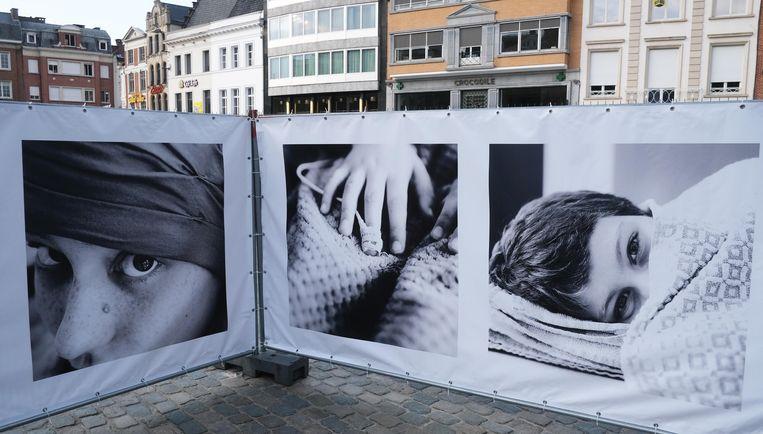 Foto's van vechters, op de Grote Markt.