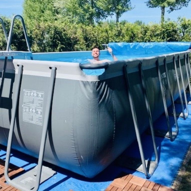 Het zwembad van Wilma van Pelt: vultijd 36 uur. Beeld Privé-foto