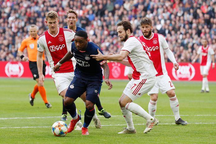 PSV-aanvaller Steven Bergwijn, hier in de topper tegen Ajax, staat nadrukkelijk in de belangstelling van de rivaal.