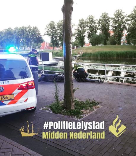 Agenten grijpen snorfietsdieven op Zilverparkkade in Lelystad