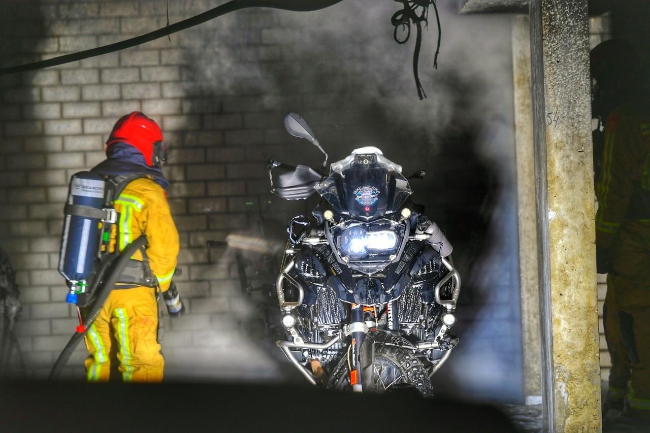 De motor raakte flink beschadigd bij de brand in de parkeergarage aan de Carolusdreef in Valkenswaard.