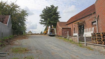 Parking Gildenhuis wordt vernieuwd (en vormt ook nieuwe toegang tot begraafplaats)