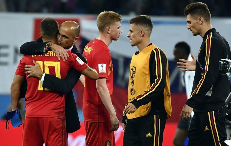 Bondscoach Roberto Martinez troost Hazard. Meunier doet hetzelfde met De Bruyne.