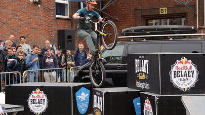 Wereldkampioen trial trapt fietsweek op gang