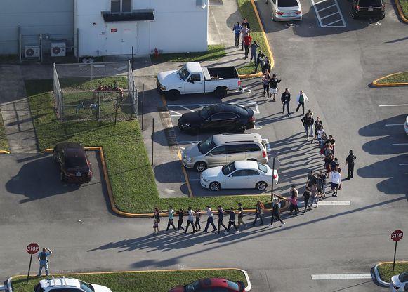 Leerlingen worden geëvacueerd.