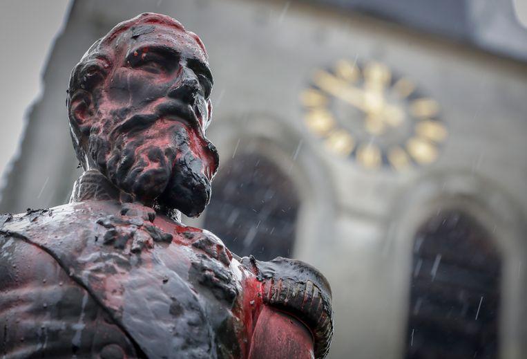 Het standbeeld van koning Leopold II in Ekeren werd deze week besmeurd met verf in in brand gestoken.
