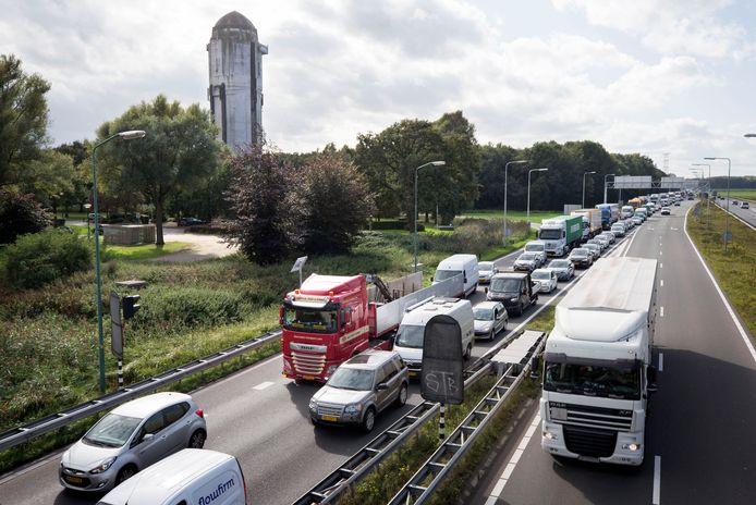 RAAMSDONKSVEER. Pix4Profs/Joyce van Belkom. De Watertoren bij knooppunt Hooipolder krijgt een nieuwe bestemming en word verbouwd tot hotel.