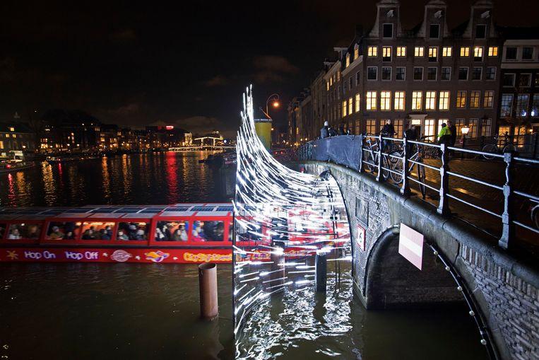 Een kunstwerk van het Amsterdam Light Festival van 2017 ter hoogte van de Herengracht.  Beeld ANP
