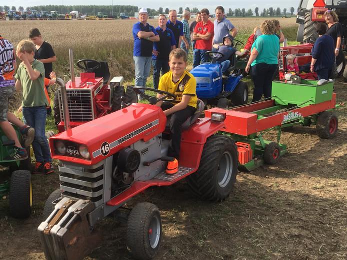 Jong geleerd, oud gedaan bij tractorpulling in Oudenbosch
