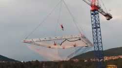 Adrenalinejunkies bouwen grootste trampoline ter wereld