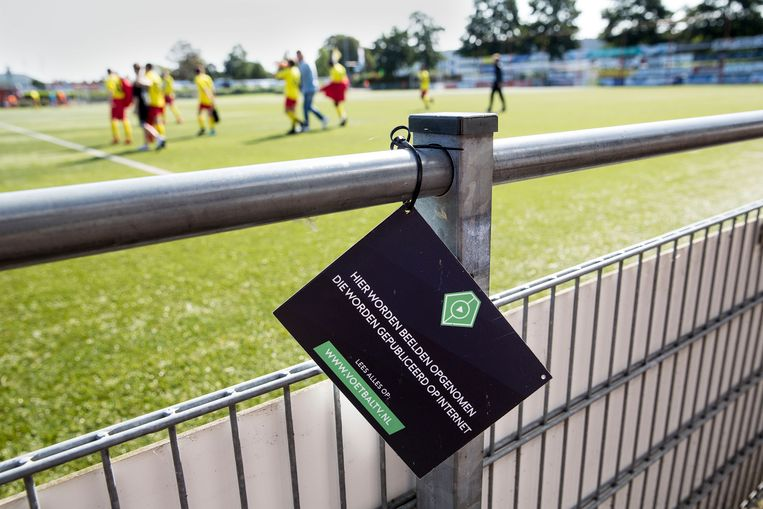 Een bericht van VoetbalTV over een opgenomen amateurs wedstrijd. Beeld null