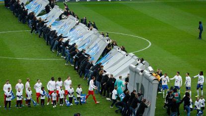 Indrukwekkend: Berlijnse Muur ter gelegenheid van 30ste verjaardag van val nagebouwd op veld Hertha