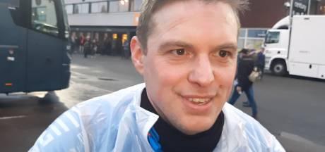 Willem II-fan Frank Kriellaars fietste van Tilburg naar Emmen: 'Twee lekke banden'