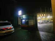 Bewakers werken gewapende overvaller naar buiten bij Jumbo in Eindhoven