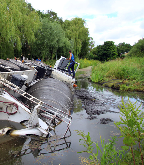 Gemeente Schiedam gaat schade aan kade van de Groeneweg verhalen