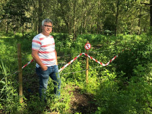 Rik De Baere op de plek waar het wandelpad is afgesloten door de eigenaar.