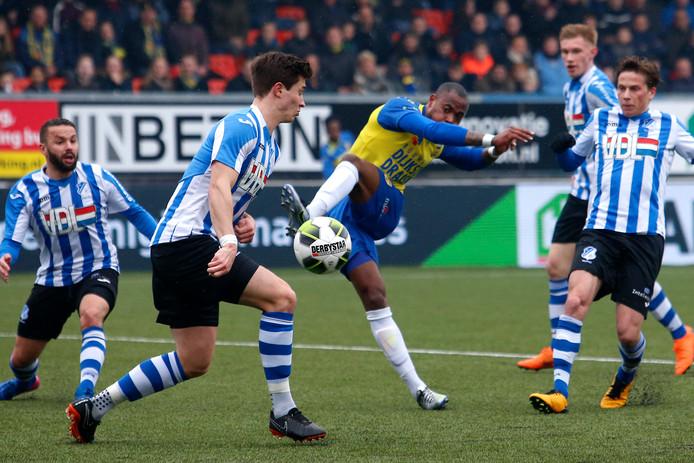 Alvin Daniëls, hier nog als speler van Cambuur in actie tegen FC Eindhoven.