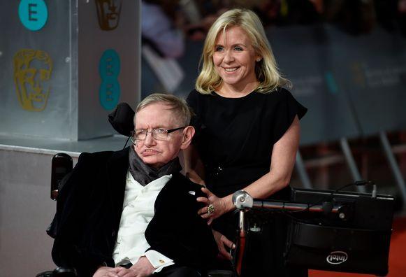 Stephen Hawking met zijn dochter Lucy Hawking.