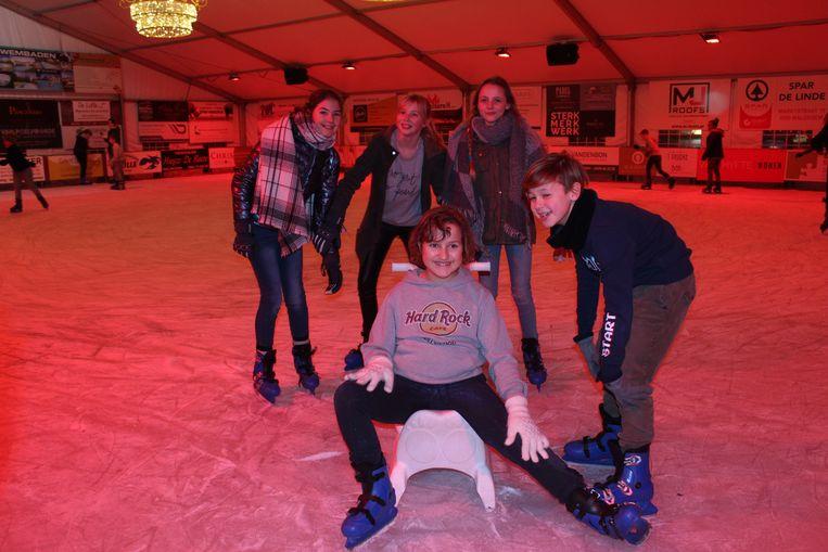 Vooral de jeugd amuseert zich op de overdekte ijspiste van Maldegem.
