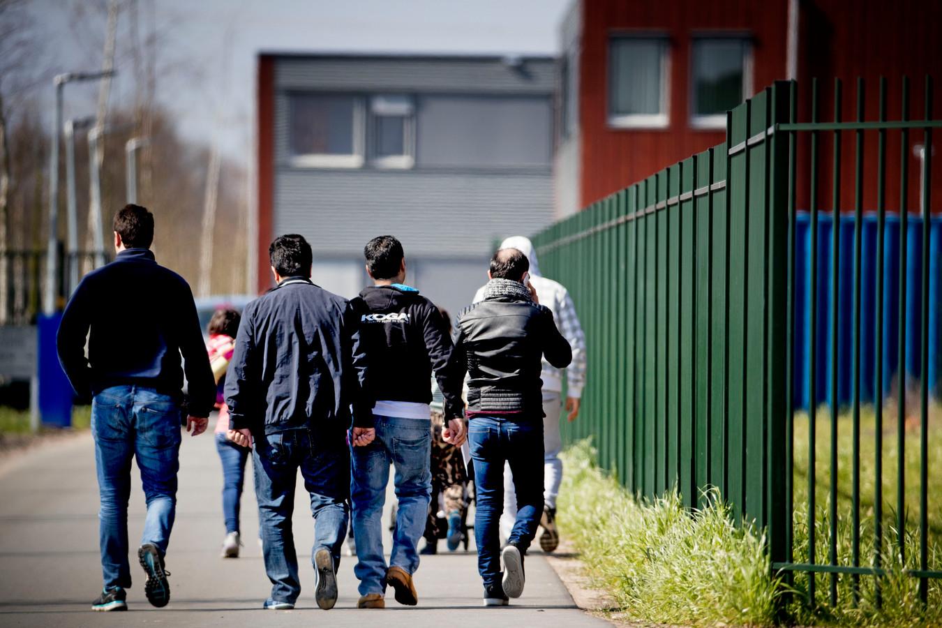 Asielzoekers bij het aanmeldcentrum in Ter Apel.