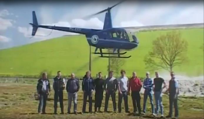 Het A-team uit Kootwijkerbroek met de heli.