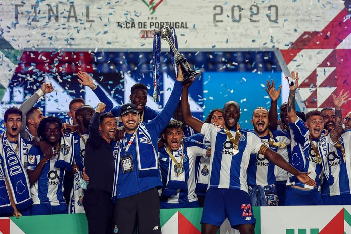 2020: Iker Casillas met zijn laatste trofee; de Portugese beker met Porto.