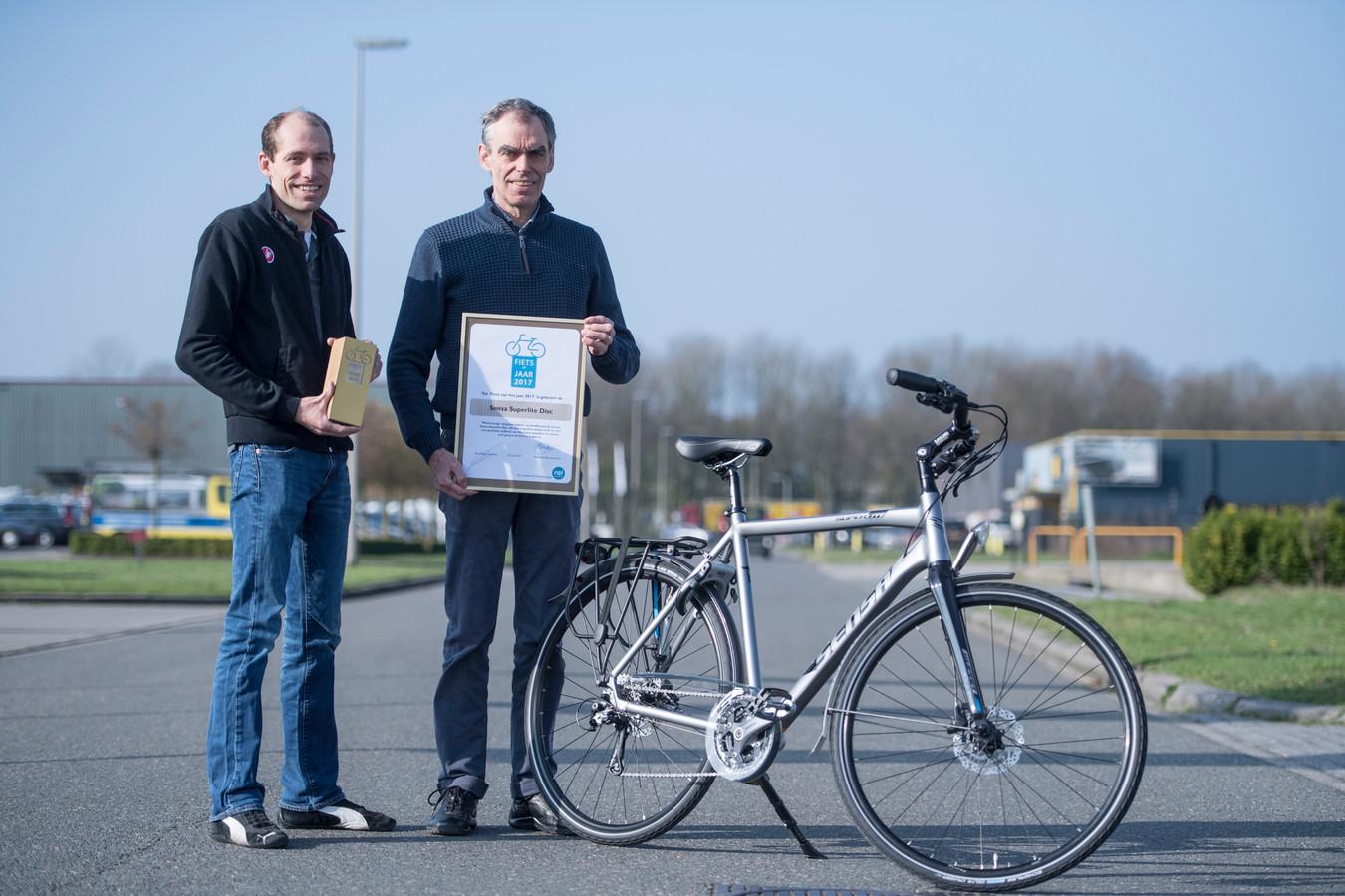 Ongebruikt Dit stalen ros uit Almelo is verkozen tot fiets van het jaar JA-06