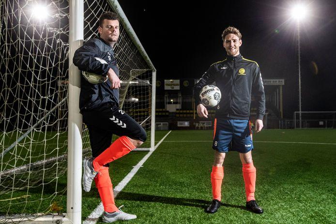 Jarmo van 't Hof (l) en Kevin Manenschijn beseffen dat het verjongde team van Colmschate kwetsbaar is in de strijd tegen degradatie uit de derde klasse.