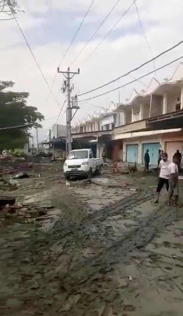 Verwoeste winkels in Palu. Beeld REUTERS