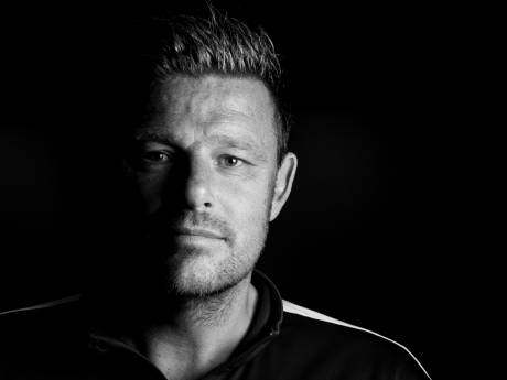 Jaar na auto-ongeluk blikt PEC Zwolle-trainer John Stegeman openhartig terug: 'Dit was fout, fout, fout'