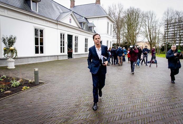 Premier Mark Rutte verlaat het Catshuis na afloop van het gesprek met het Landbouw Collectief over de stikstofproblematiek.