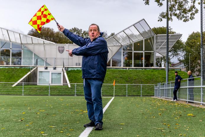 Eric Giessen (55) vrijwilliger/grensrechter/barsupervisor van de Utrechtse sportvereniging.