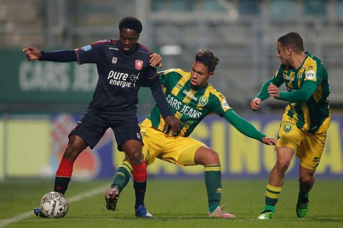 Queensy Menig is positief getest en zal er normaal gesproken zondag tegen PSV niet bij zijn