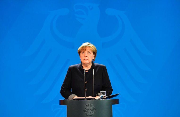 Merkel dinsdagochtend tijdens een persconferentie. Beeld anp