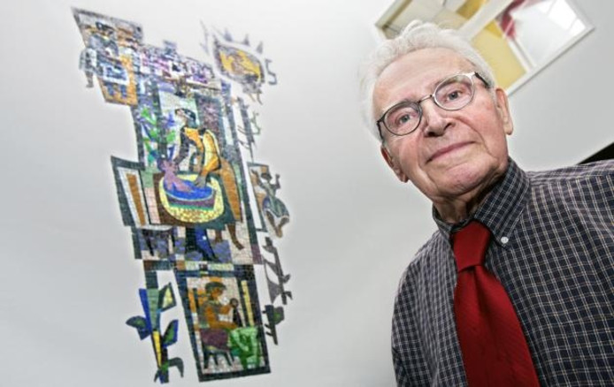 Kunstenaar Piet Buijs bij zijn 'Meisjes van de Heuvel'. foto Johan Wouters/het fotoburo