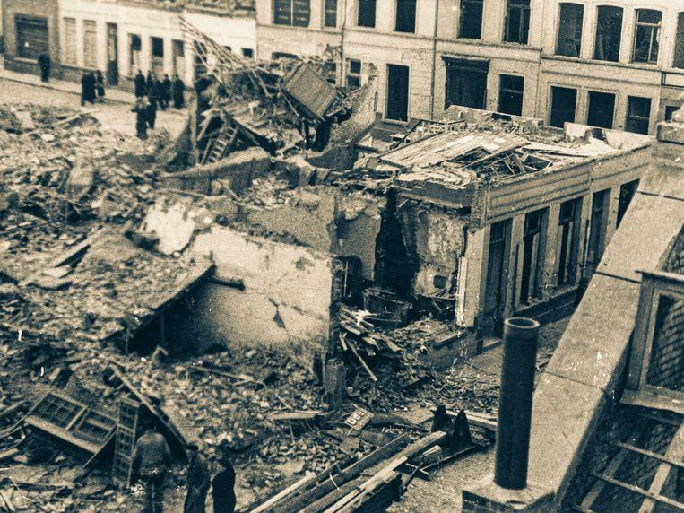 De Van Campenhoutstraat na een bominslag tijdens de Tweede Wereldoorlog.