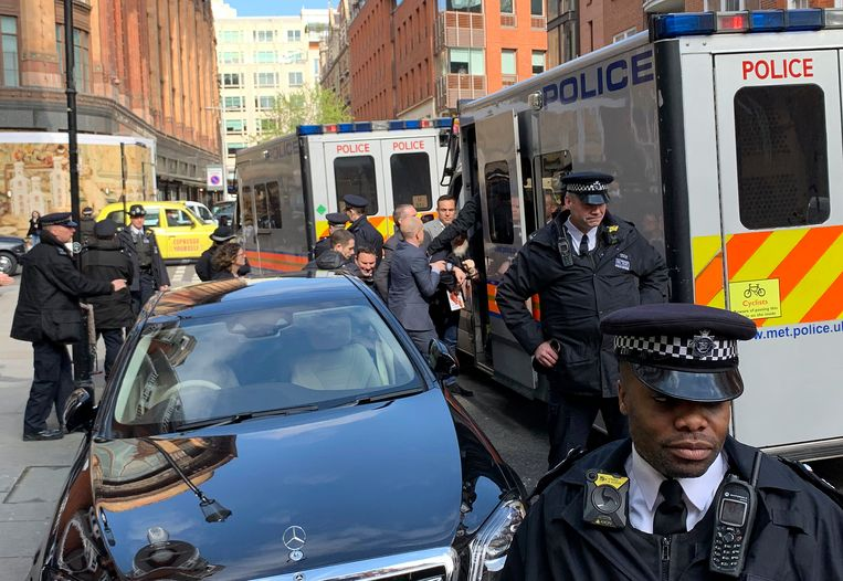 Assange werd in april hardhandig uit de ambassade van Ecuador in Londen gehaald.