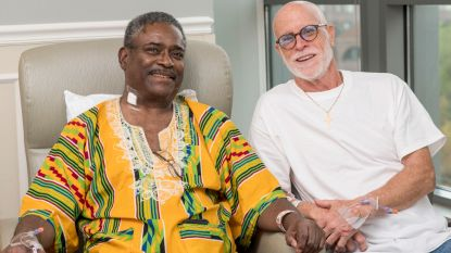 Onbekende klasgenoot van 50 jaar geleden schenkt Kenneth levensnoodzakelijke nier