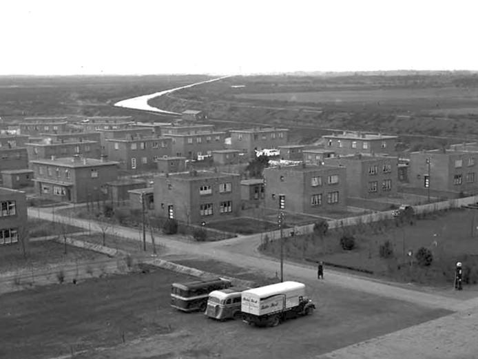 Batadorp met linksboven het Wilhelminakanaal.