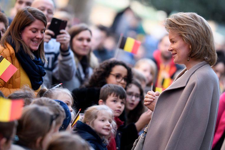 Koningin Mathilde tijdens haar bezoek aan de school Sainte Marie in Henegouwen