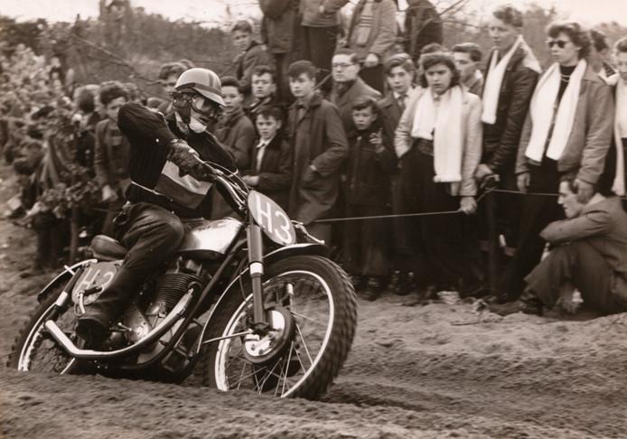 Jan Clijnk tijdens de internationale motorcross van Sint Anthonis in 1956.