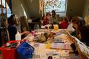Het atelier van Cultuur-BSO Monopole: knutselen zoveel als je wilt.