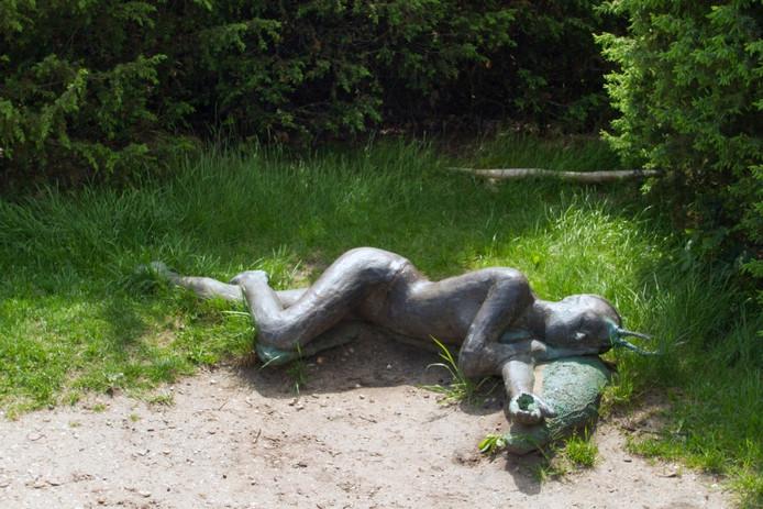 Het beeld Hirsch van hellen Abma op de Lemelerberg. Foto Erna Lammers