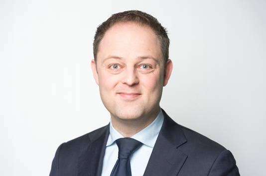 Kamerlid Harry van der Molen (CDA) stelt vragen over de psychische nood onder buitenlandse studenten op de Universiteit Twente.