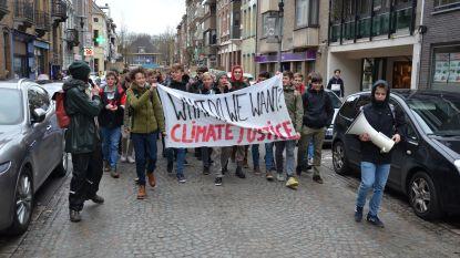 (VIDEO) 200 klimaatstakers trekken door Lokerse straten